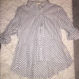 Ladies grey and white top. Size L but fits Small